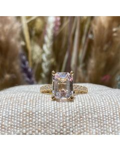 Henrik Ørsnes Design Ring i 14 Karat Guld med Morganit og Diamanter 0,28 Carat W/SI